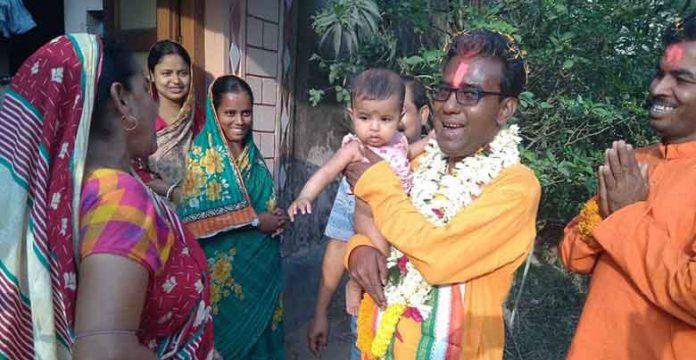 BJP candidate Bijan Mandal is getting a lot of affection from the people of Khandaghosh